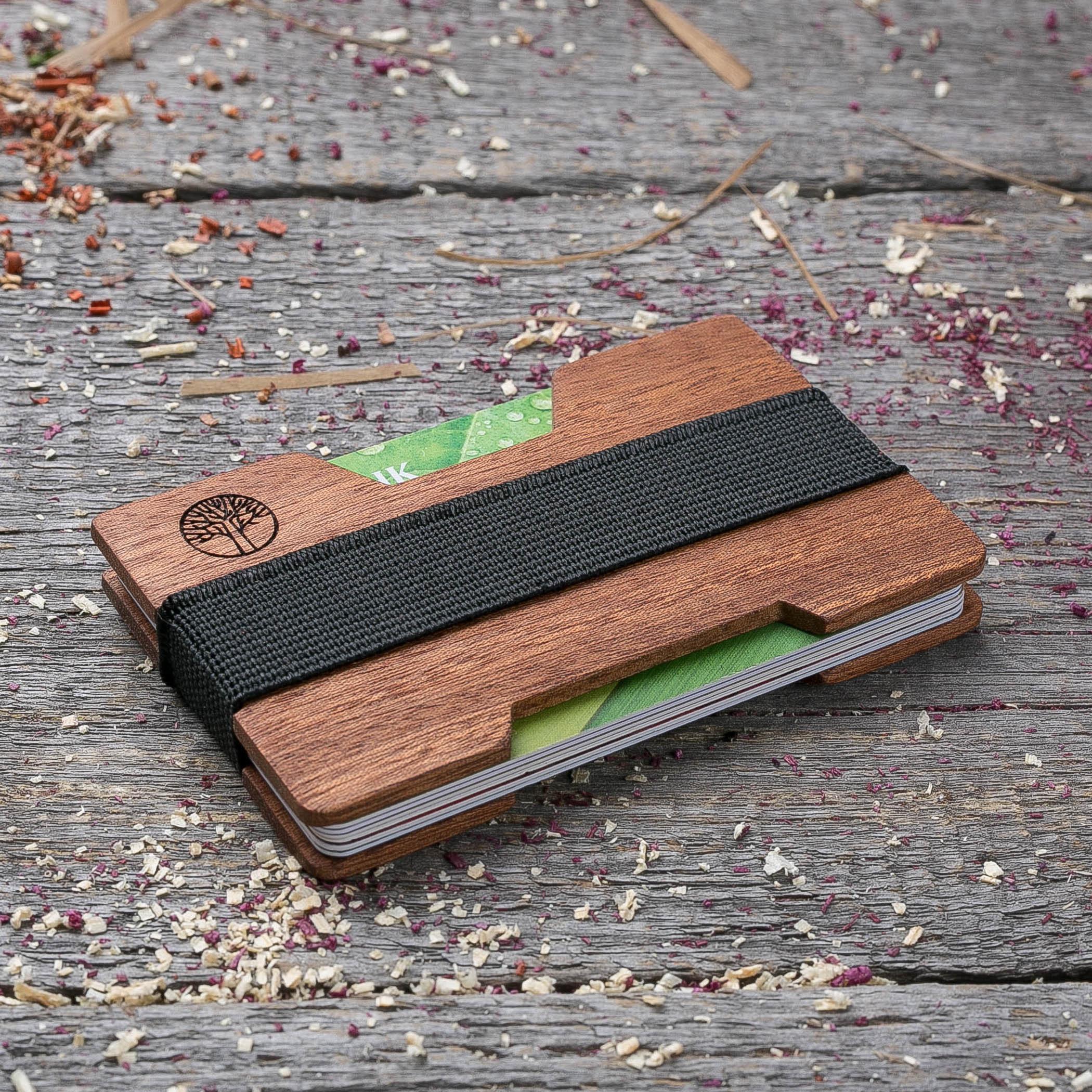Мини кошелек-кардхолдер из дерева. Массив сапеле. Для 1-15 пластиковых карт и купюр. Подарок другу или бизнес партнеру, именной кошелек. Гравировка имени или логотипа + открытка из дерева TwinsMiniWallet-SapeleH