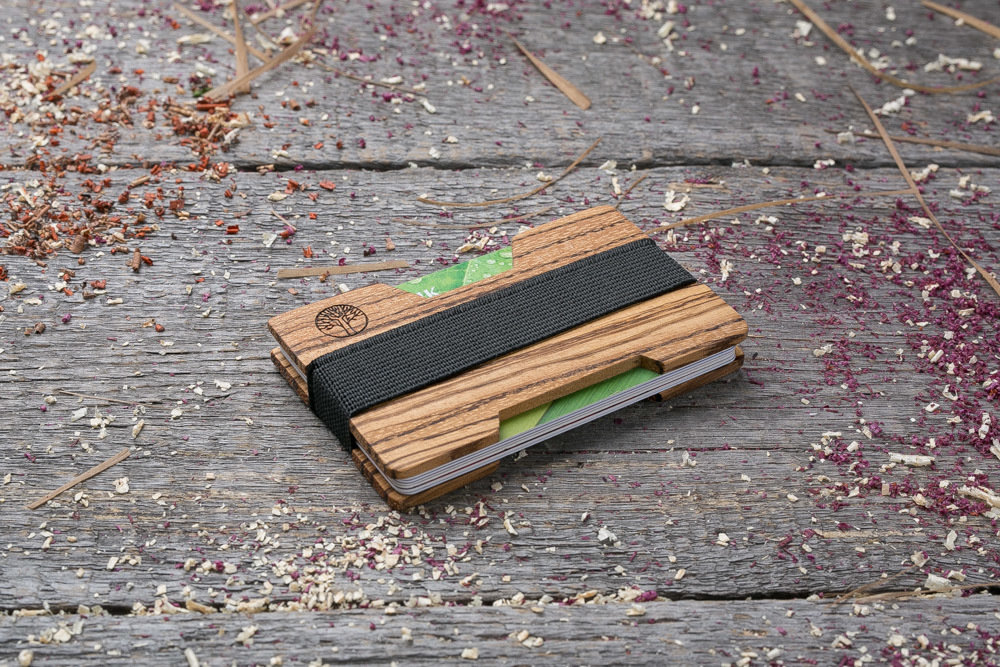 Мини кошелек-кардхолдер из дерева. Массив забрано. Для 1-15 пластиковых карт и купюр. Подарок другу или бизнес партнеру, именной кошелек. Гравировка имени или логотипа + открытка из дерева