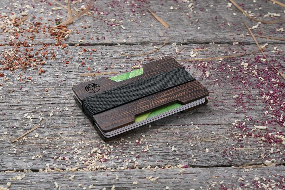 Мини кошелек-кардхолдер из дерева. Массив венге. Для 1-15 пластиковых карт и купюр. Подарок другу или бизнес партнеру, именной кошелек. Гравировка имени или логотипа + открытка из дерева
