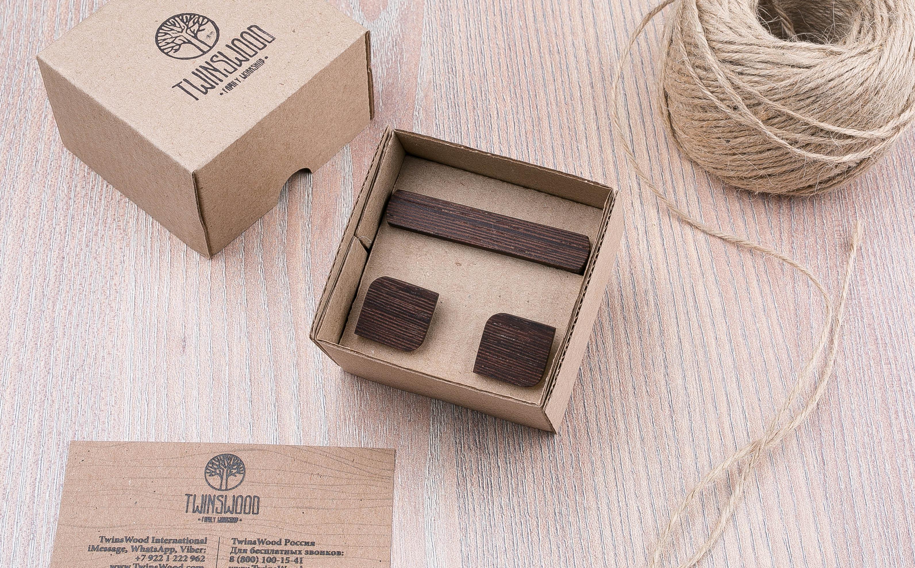 Комплект: Скругленные запонки из дерева и Деревянный зажим для галстука. Массив венге. Гравировка инициалов. Упаковка в комплекте