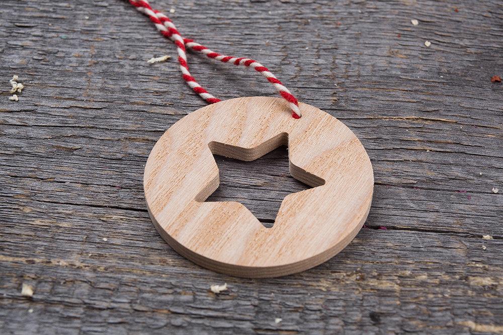 Деревянные елочные игрушки набор 8 штук. Настоящая древесина. Гравировка логотипа. Корпоративный подарок. Бизнес сувенир 2018. Подарок на новый год