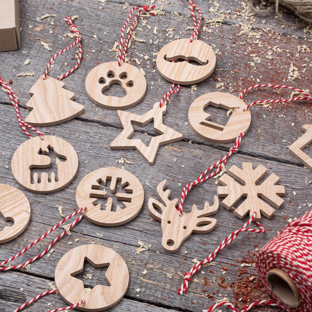 Деревянные игрушки для новогодней елки Символ Года. Набор 12 штук. Гравировка логотипа. Корпоративный подарок. Бизнес сувенир 2017. Подарок на новый год TW-Christmas12Dog