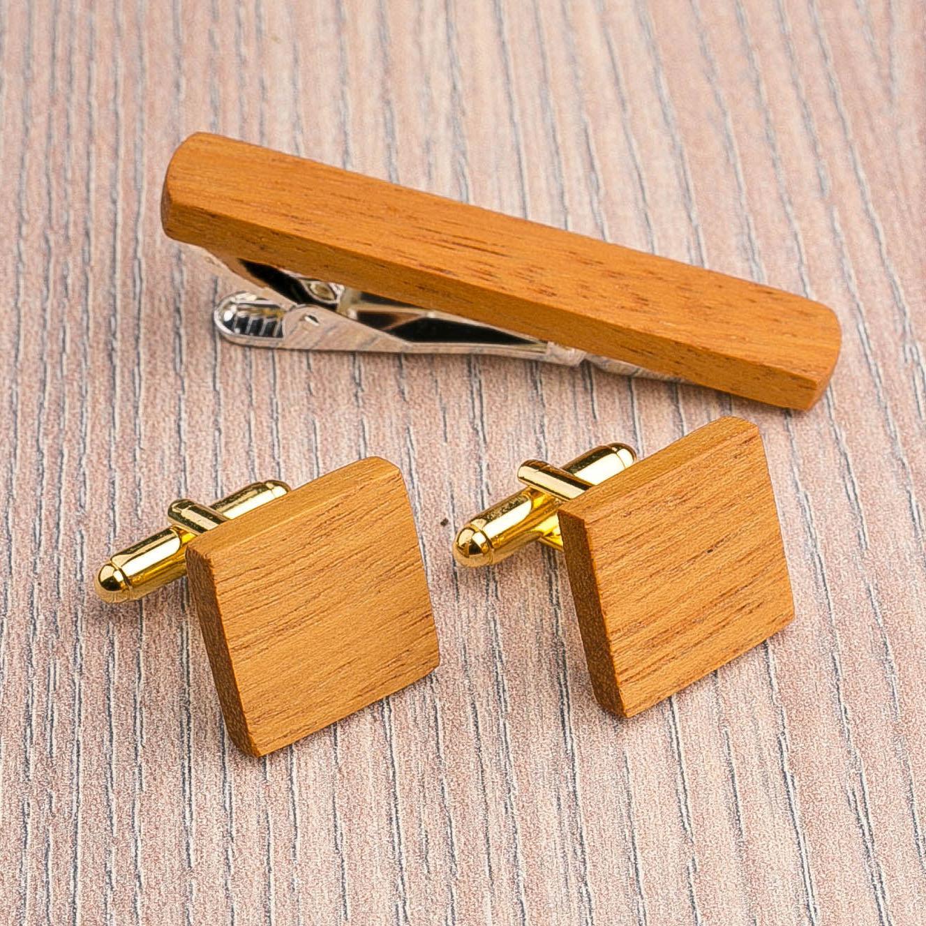 Комплект: Квадратные запонки из дерева и Деревянный зажим для галстука. Массив кусии. Гравировка инициалов. Упаковка в комплекте CufflinksSet-SquareKusia