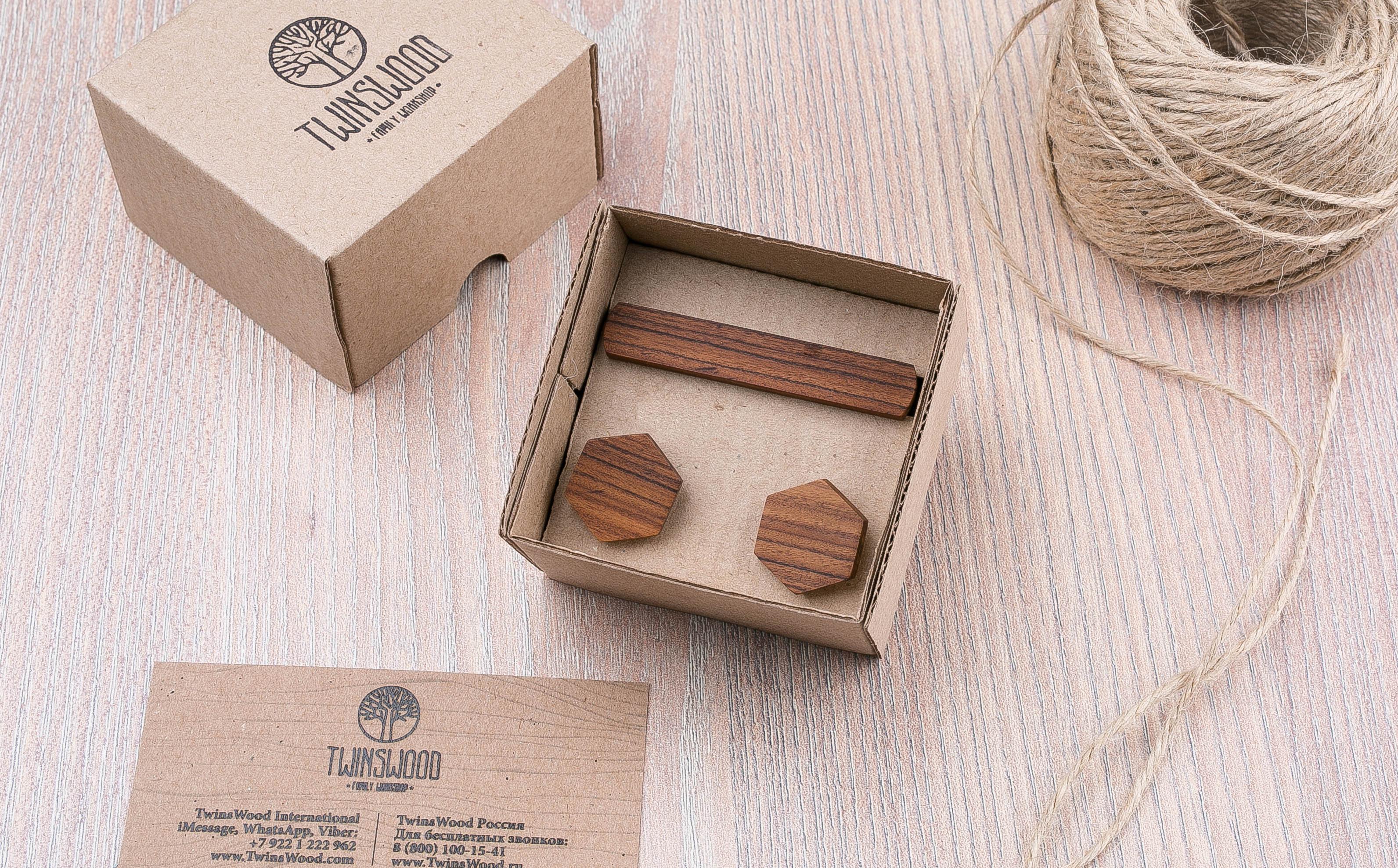 Комплект: Шестигранные запонки из дерева и Деревянный зажим для галстука. Массив палисандра. Гравировка инициалов. Упаковка в комплекте
