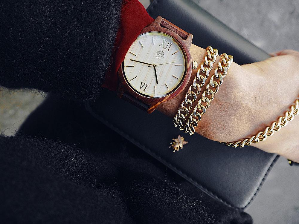Часы из дерева TwinsWood Taiga унисекс. Красный палисандр. Золотые акценты