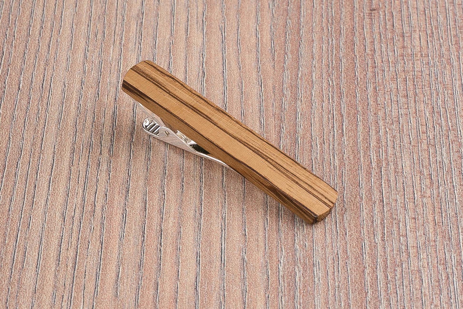 Деревянный зажим для галстука. Массив зебрано. Гравировка имени или инициалов. Планка для галстука. Подарок для друзей жениха. Подарок на деревянную свадьбу