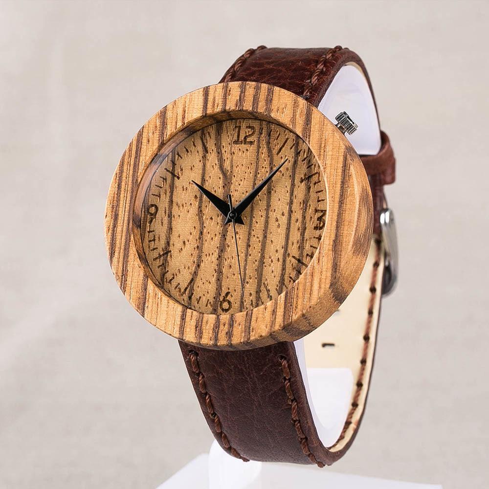 Круглые деревянные унисекс часы 45 мм. Африканское зебрано. Глянцевый коричневый премиум ремешок из натуральной кожи. Любая гравировка на циферблате и задней крышке TwinsWatch-ZebraBrownGlow
