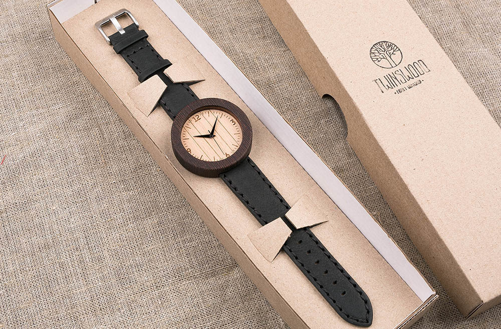 Круглые унисекс часы из дерева 45 мм. Африканское венге. Черный премиум ремешок из натуральной кожи. Любая гравировка на циферблате и задней крышке