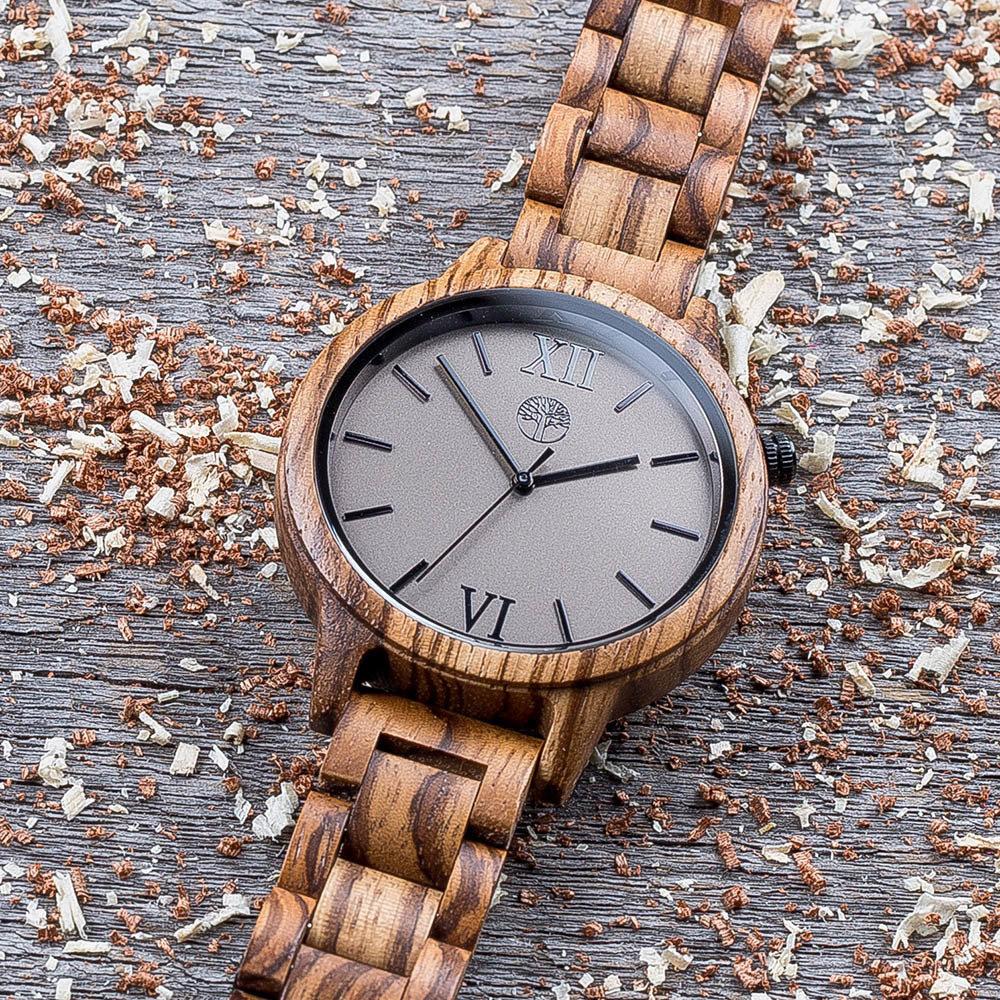 Деревянные унисекс часы TwinsWood Taiga из зебрано 45 мм. Черные акценты. Деревянный браслет. Фирменная коробка из сосны. Гравировка на задней крышке и коробке TwinsWatch-TaigaZebrano