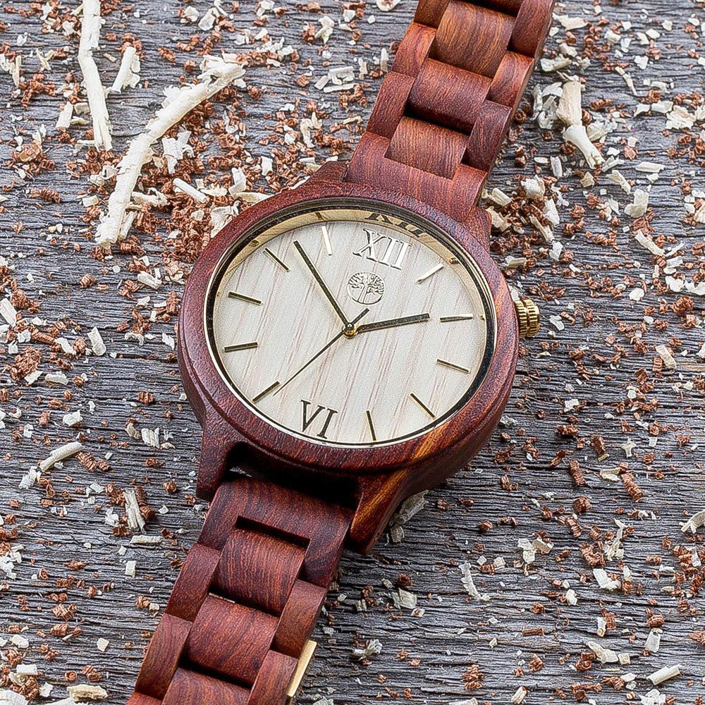 Часы из дерева TwinsWood Taiga унисекс. Красный палисандр 45 мм. Золотые акценты. Деревянный браслет из палисандра. Фирменная коробка из сосны. Гравировка на задней крышке и коробке TwinsWood-TaigaRedRosewood