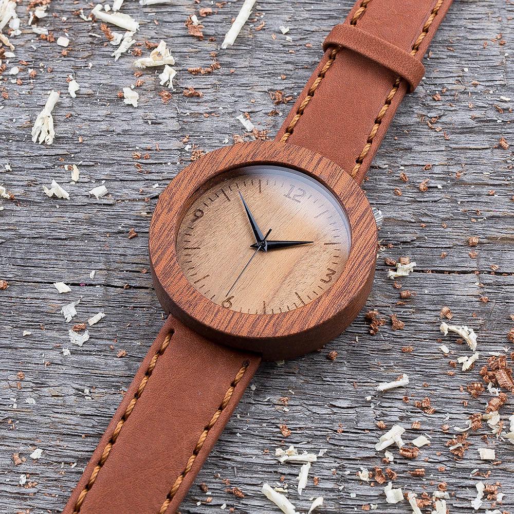 Круглые унисекс часы из дерева 45 мм. Массив сапеле. Терракотовый премиум ремешок из кожи. Любая гравировка на циферблате и задней крышке + открытка из дерева TwinsWatch-SapeleTerracotNew