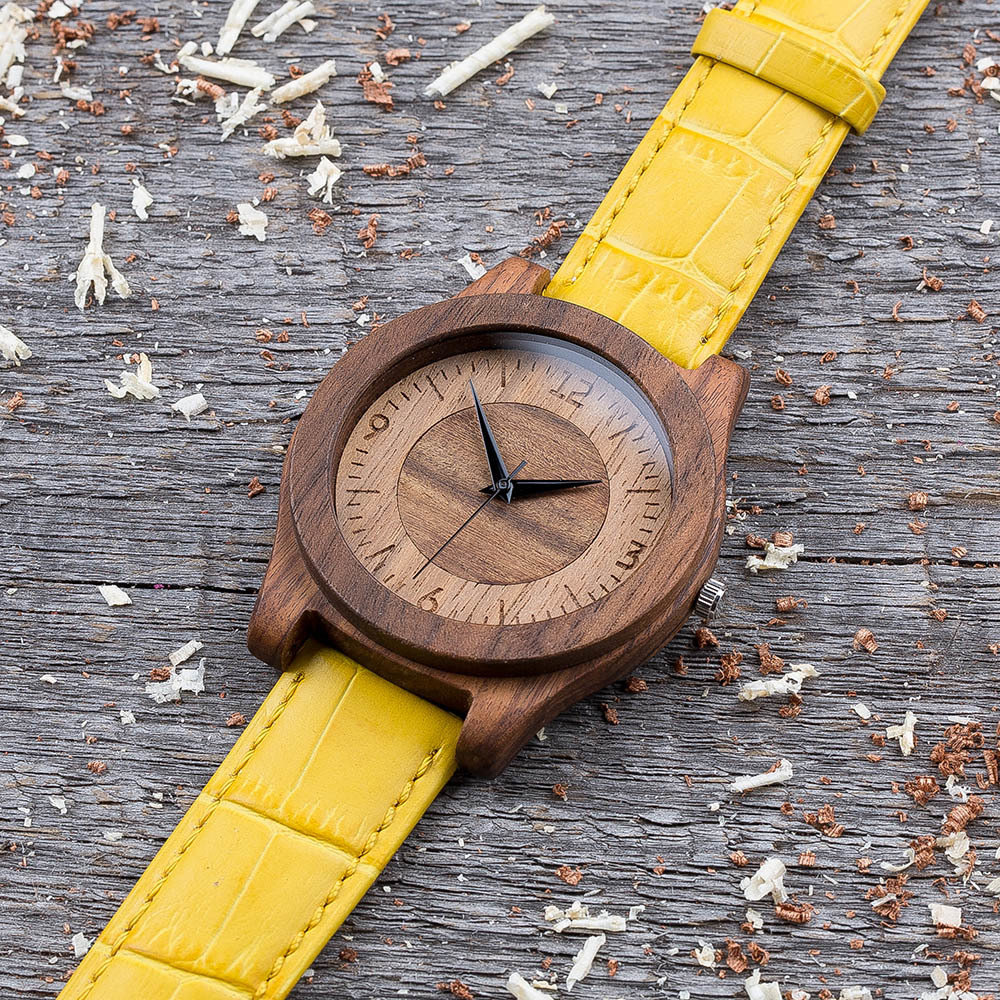 Деревянные часы  45 мм. Массив палисандра и ореха. Желтый ремешок из кожи. Любая гравировка на циферблате и задней крышке + открытка из дерева TwinsWatch-RosewoodWalnutYellow