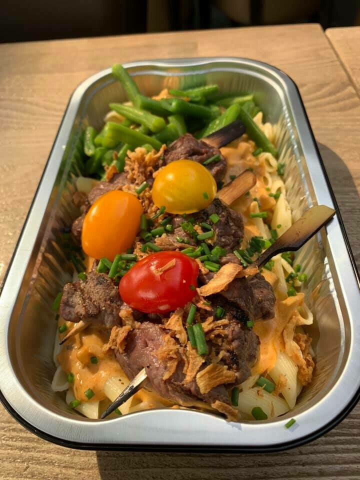 Nieuw!!! Runderhaas spiesjes met stroganoff saus en pasta