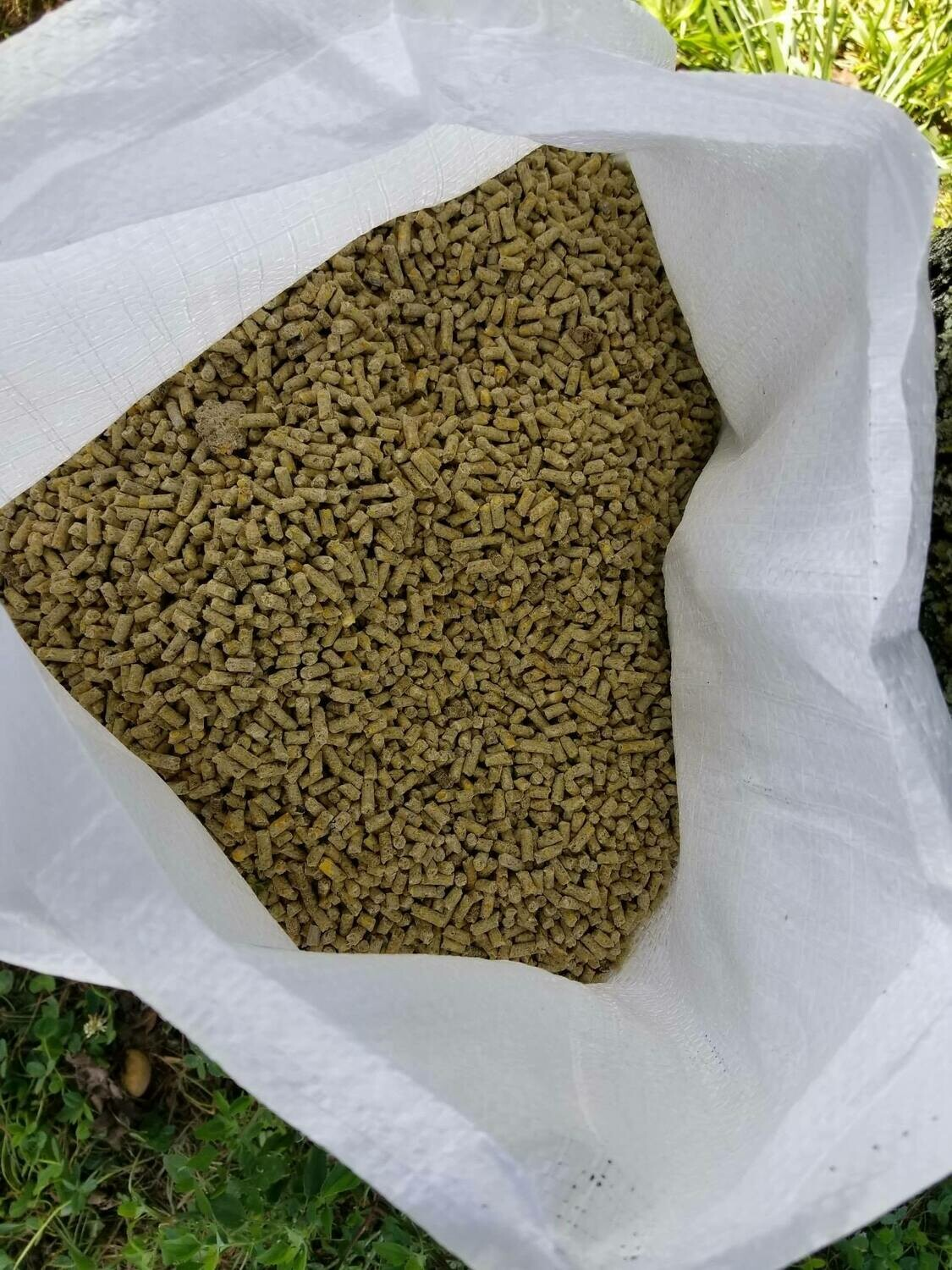 Flowering Pear Poultry Layer Feed 17% protein. Summer Blend Pellets