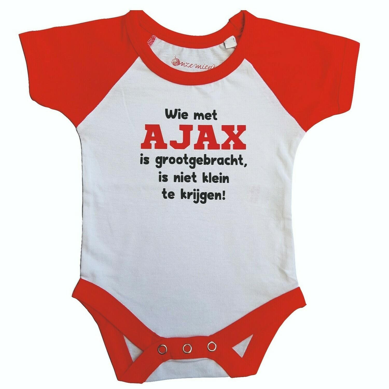 """Wit met rode romper met """"Wie met AJAX is grootgebracht, is niet klein te krijgen!"""""""