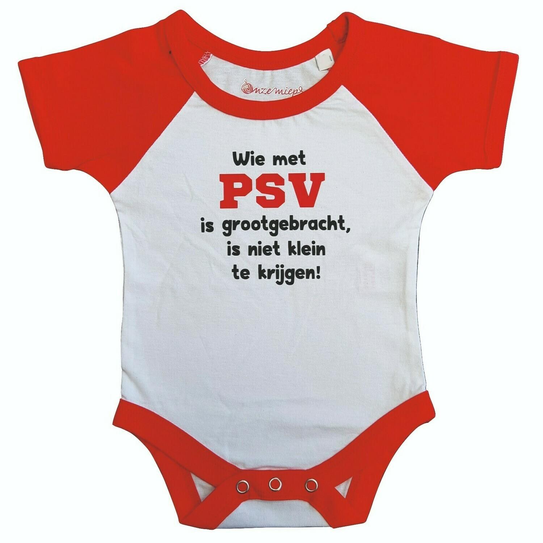"""Wit met rode romper met """"Wie met PSV is grootgebracht, is niet klein te krijgen!"""""""