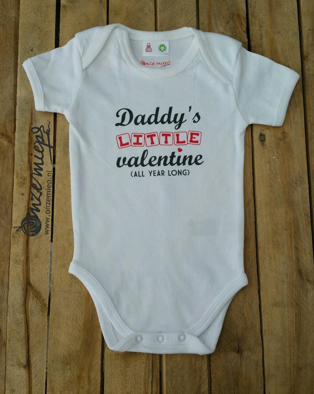 "Witte romper met ""Daddy's little valentine - All year long"""