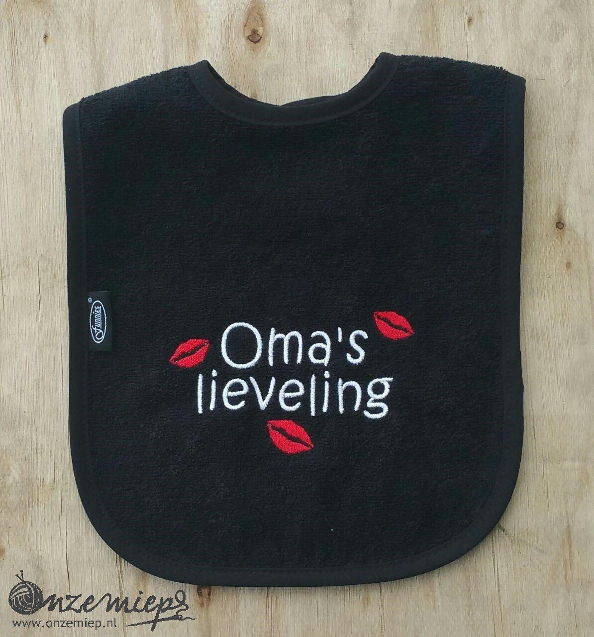 """Zwarte slab met """"Oma's lieveling"""""""