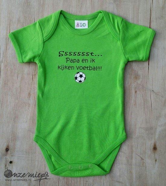 """Groene romper met de tekst """"Ssssssst... Papa en ik kijken voetbal!!!"""""""