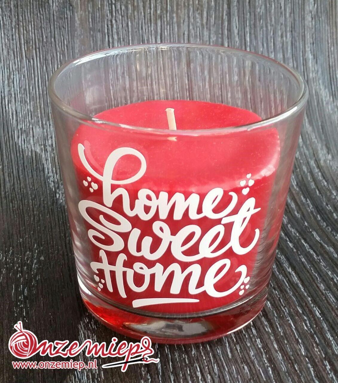 """Rode geurkaars met de tekst """"Home sweet home"""""""