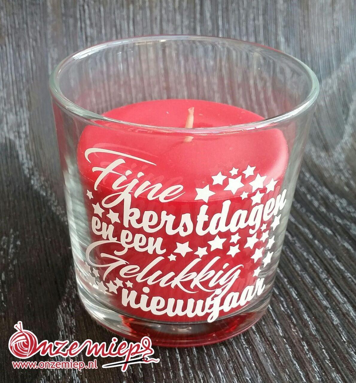 """Rode geurkaars met de tekst """"Fijne kerstdagen en een gelukkig nieuwjaar"""""""