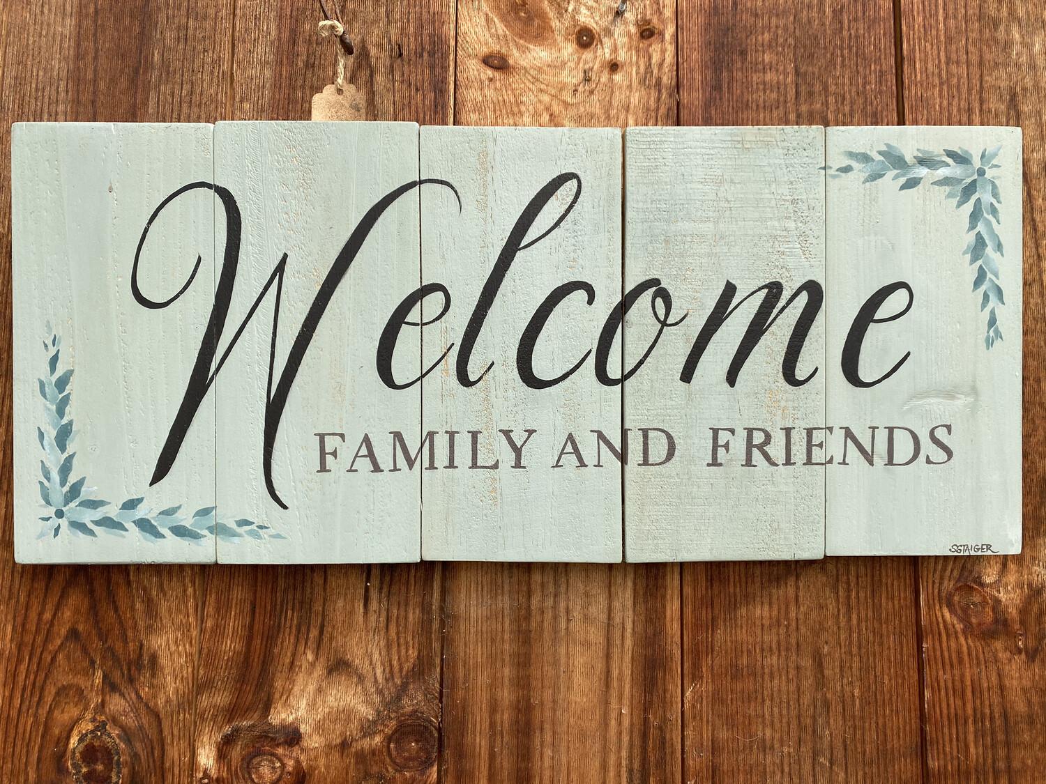 Welcome Family & Friends Wallhanging | Finely Finished by Sandra Staiger