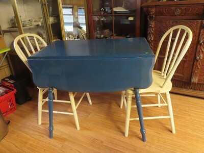 Drop Leaf Kitchen Table / 2 Chairs