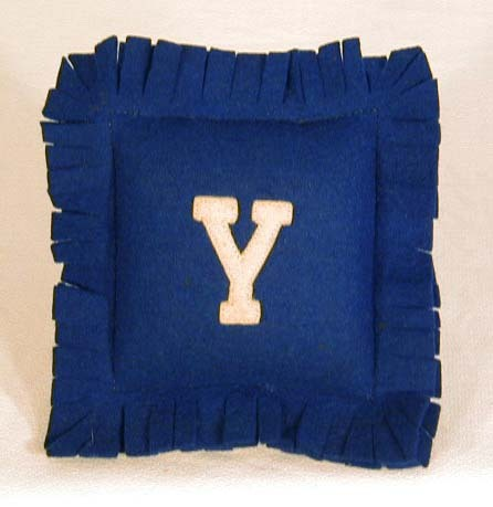 1900-10 Yale University, MINIATURE, Felt Pillow