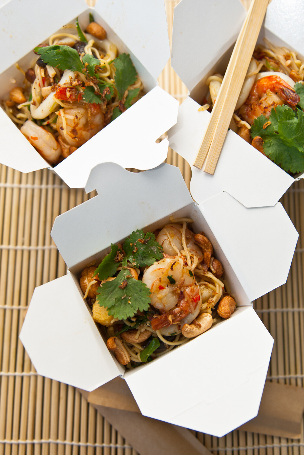 NOODLES WITH PRAWNS AND SALMON