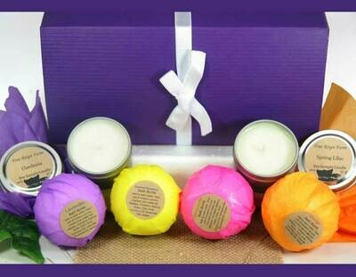 <strong>Perfect Bath Gift Set</strong><br>4 Bath Bombs & 2 Candles