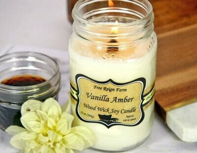 <strong>Vanilla Amber</strong><br>Wood Wick Soy Candle