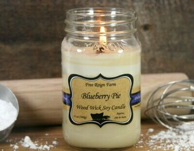 <strong>Blueberry Pie</strong><br>Wood Wick Soy Candle