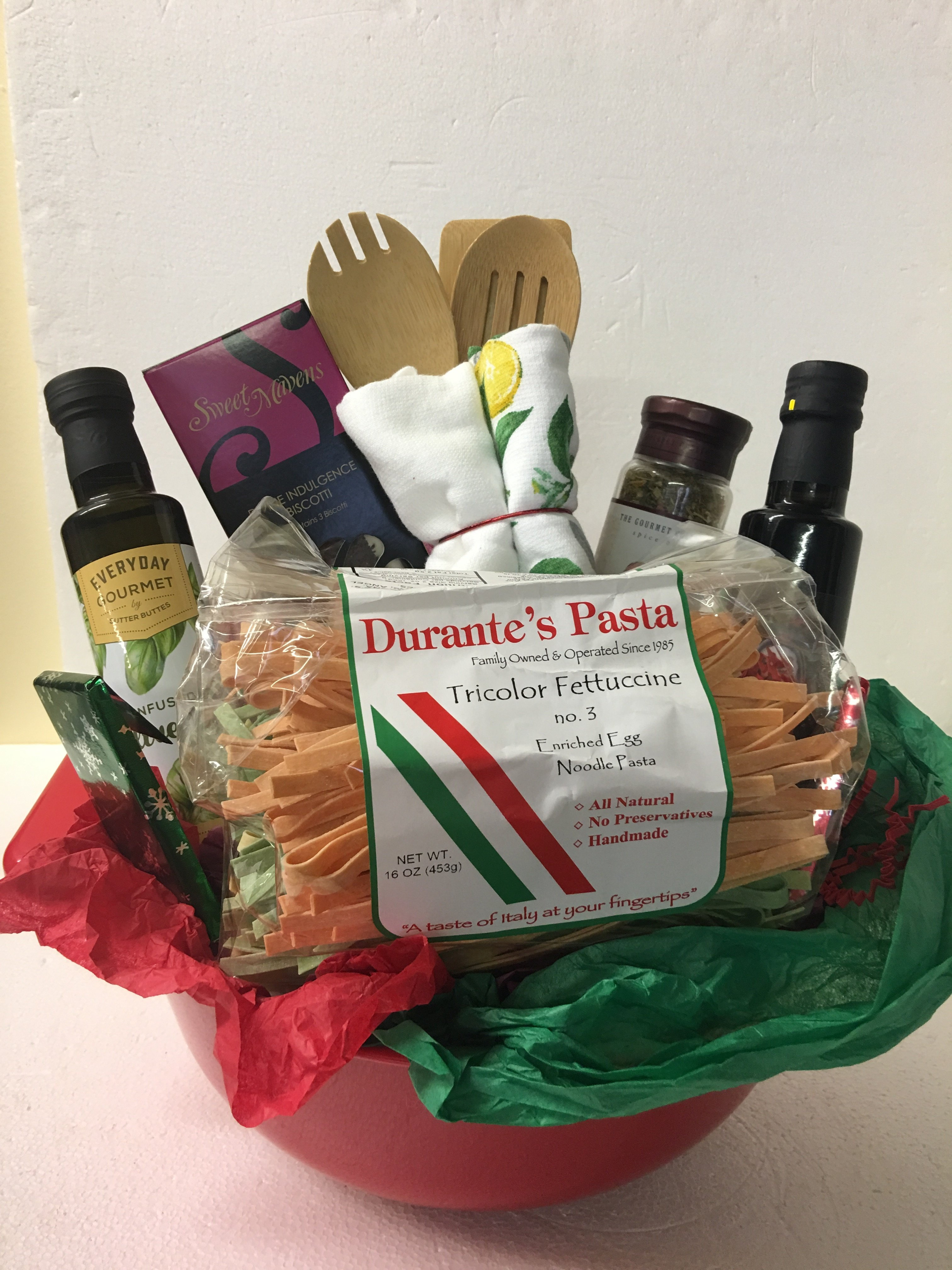 Basket full of Italy 00013