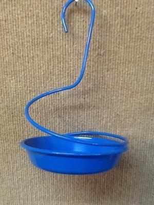 Spiral mealworm feeder