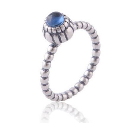 bague en argent avec pierre bleue