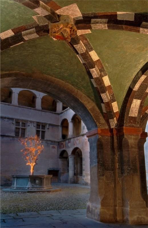 La Fontana del Melograno - Castello di Issogne - 1502 c.a.