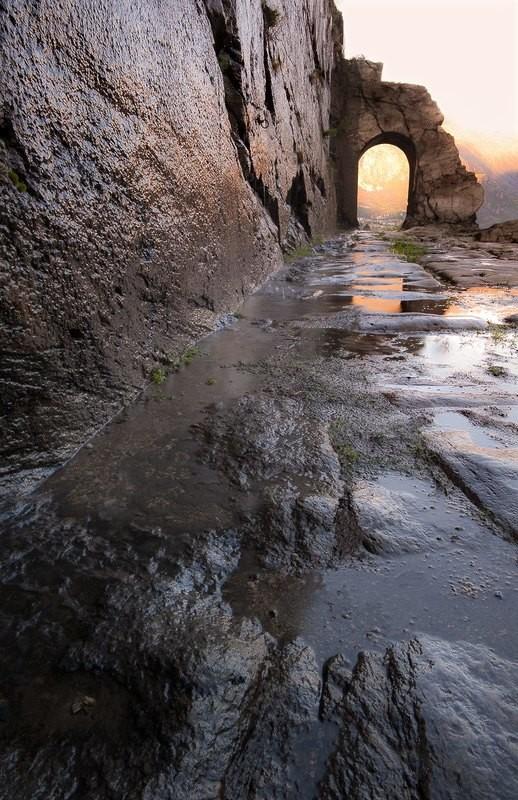 La montagna scolpita - arco e strada romana - Donnas - Valle d'Aosta