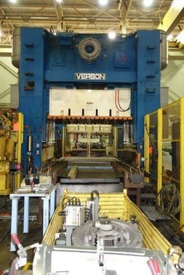 1 – USED 300 TON VERSON 4-POINT STRAIGHT SIDE PRESS