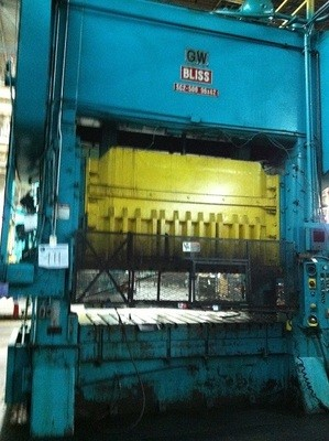 1 - USED 500 TON BLISS STRAIGHT SIDE DOUBLE CRANK  POWER PRESS