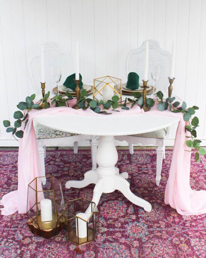 White Sweetheart Table