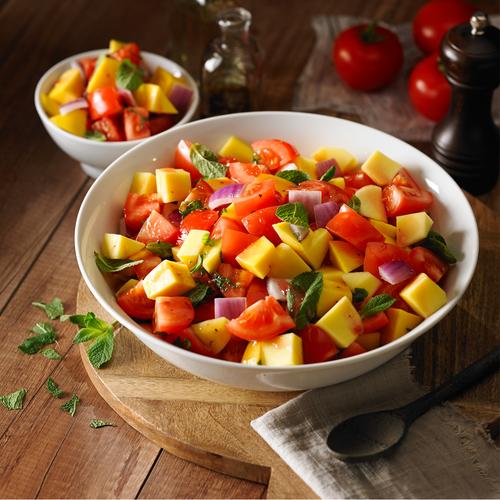 Salade à la mangue, tomate et menthe