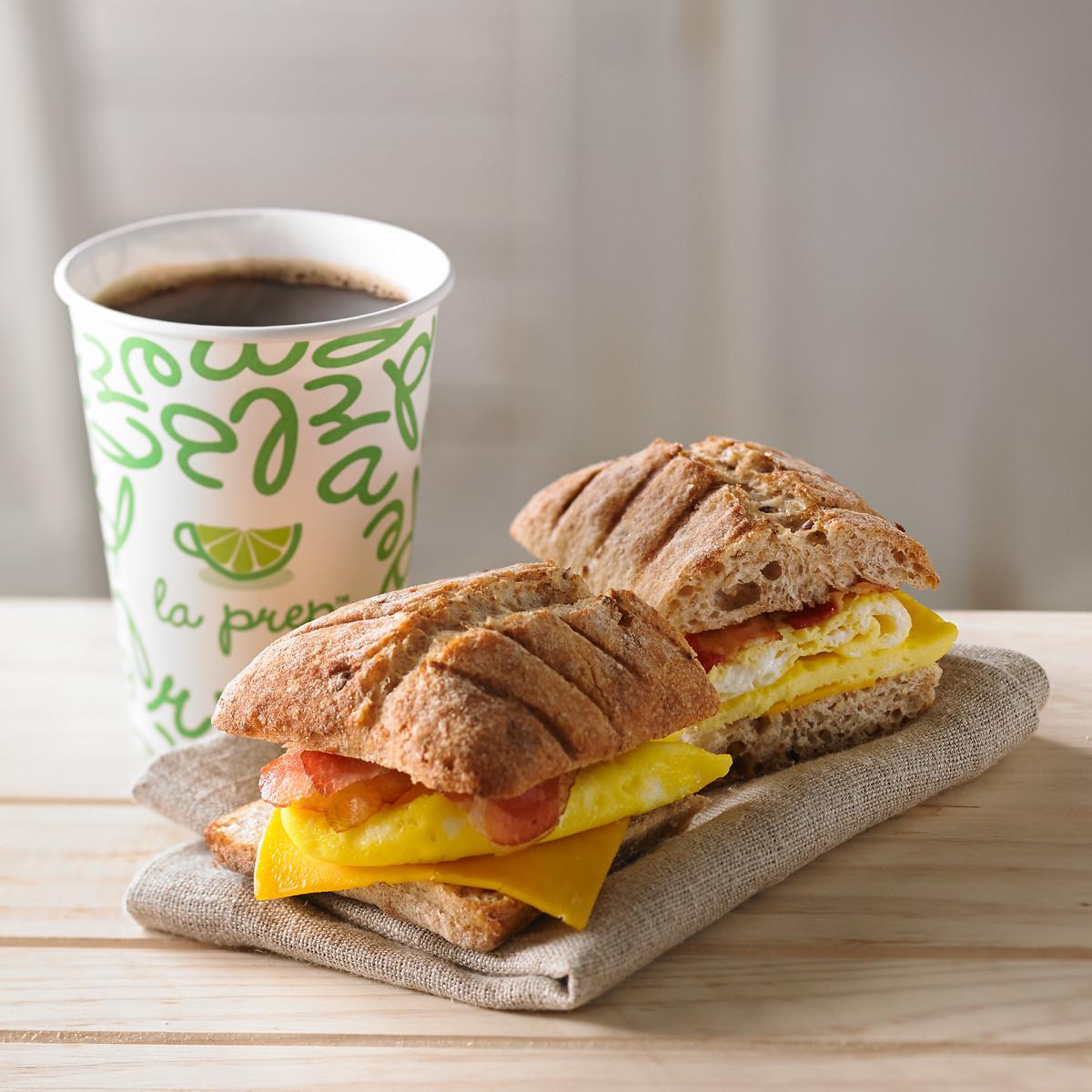 Sandwich panini déjeuner