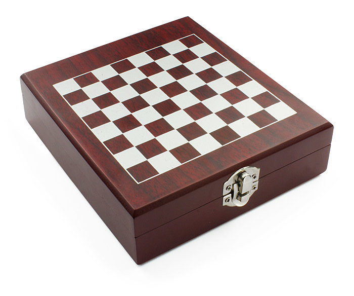 Wine set with chess TREBB