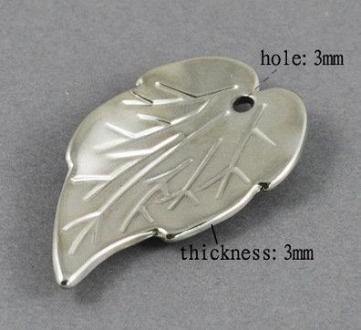 Leaf Pendant Platinum  40x24mm