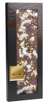 Молочный шоколад со съедобным золотом 23 карата, лепестками фиалки и кокосовой стружкой
