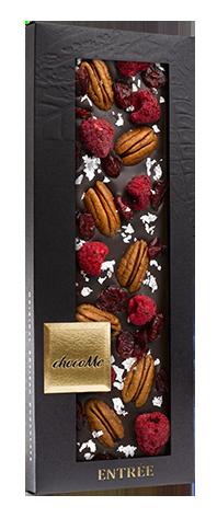 Горький шоколад c хлопьями настоящего серебра, орехом пекан, ягодами малины и брусникой