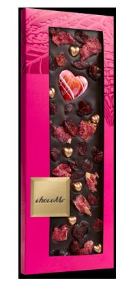 Горький шоколад c сердечками, лепестками розы, брусникой