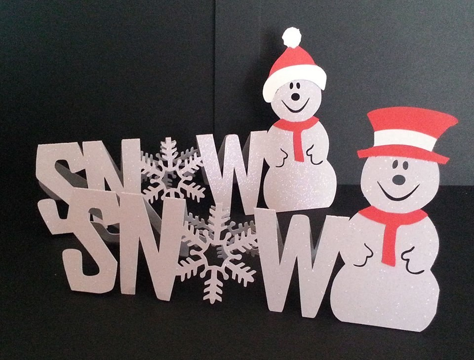 Snow word card with Snowman and his accessories