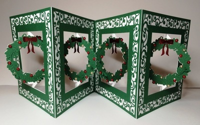 Accordian Card - Christmas Wreath