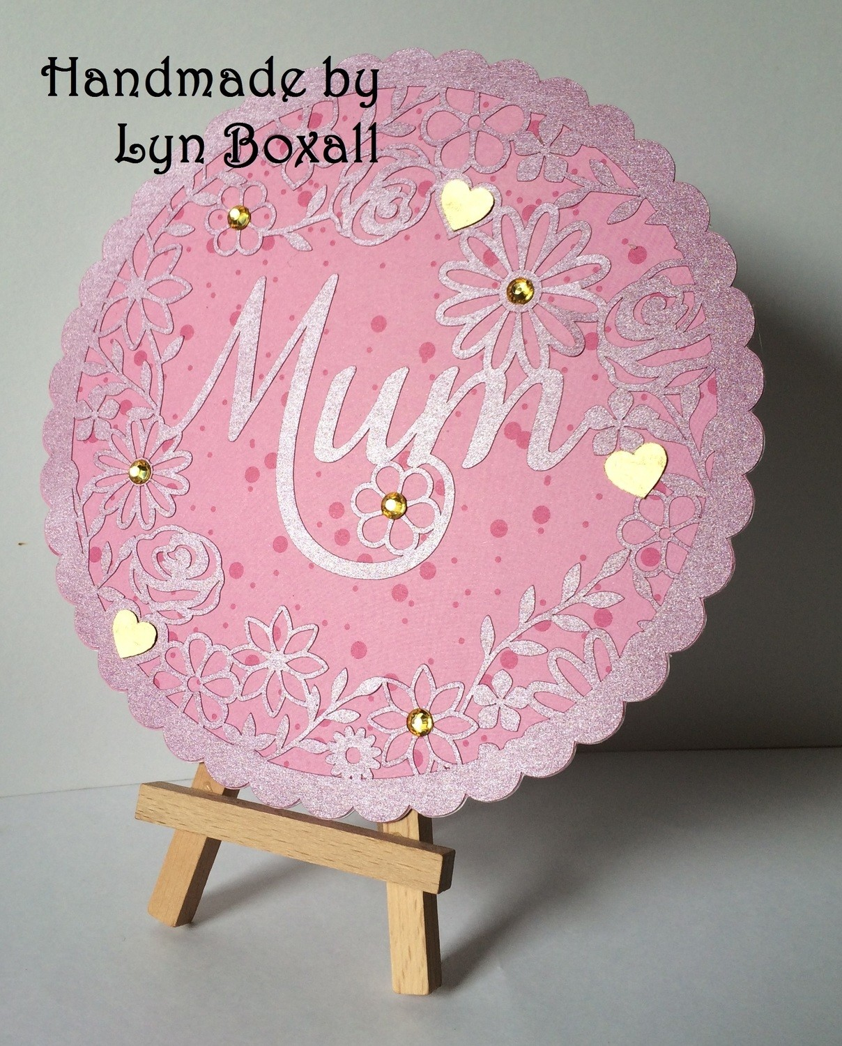 Mum decorative round frame ideal for Mother's Day.